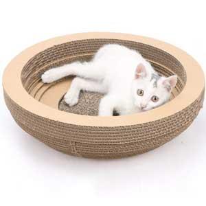 Regali di Natale per il gatto: cuccia in cartone riciclato