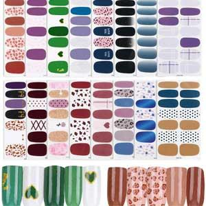 Trucco e unghie con adesivi: nail art completa con sticker